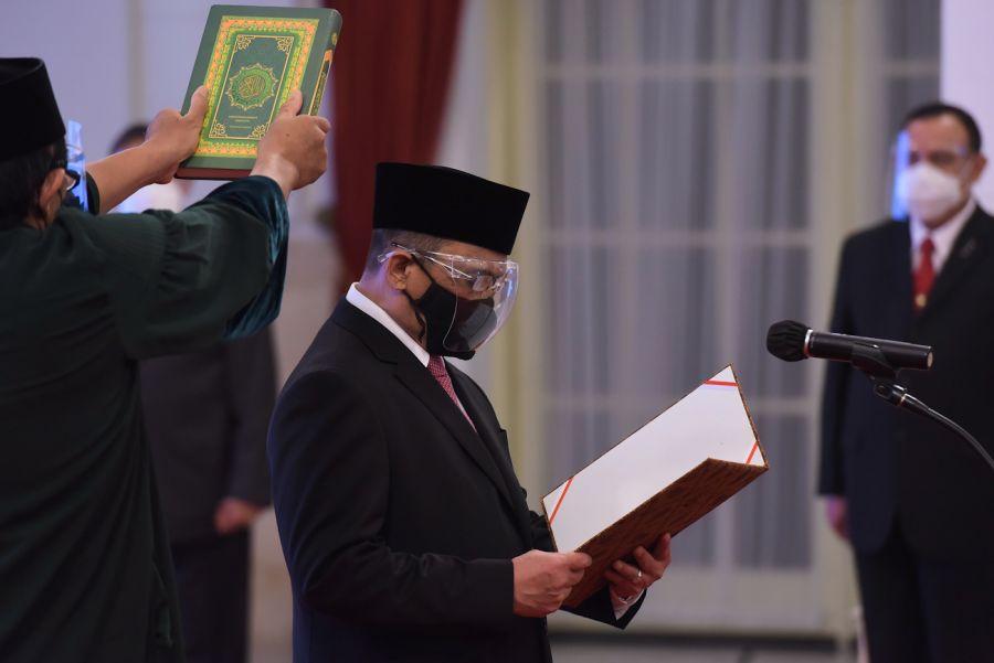 Presiden Jokowi Lantik Indriyanto Seno Adji  Anggota Dewan Pengawas KPK